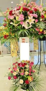 お祝いスタンド花・2段(ピンクレッド・通常サイズ)