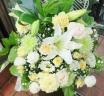 カサブランカと洋花の供花アレンジ・白クリーム色
