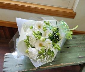【清楚に】 ホワイトの花束
