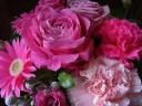 華やかピンクのアレンジ」