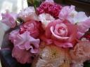 バラとカーネのプリティピンクのブーケ