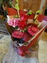 レッド系BOOMカラーの花束