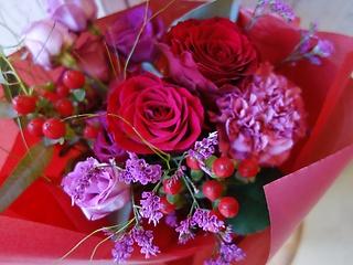艶やかな赤の花束