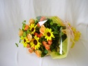 ヒマワリとバラの花束