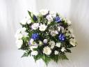 白菊とリンドウのアレンジメント