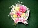 ピンクと黄色の薔薇がメインの可愛いブリザーブド