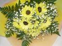 夏のお花ヒマワリとカスミソウの可愛いブーケ