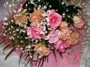 ピンク、オレンジがとても綺麗な薔薇がメインの花束