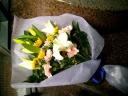 淡いイメージのお供え花束