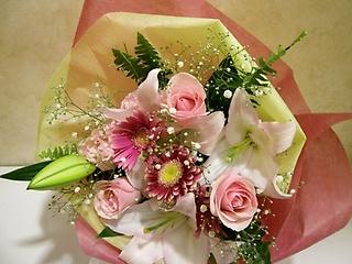 優しく可愛いピンク系のブーケ風花束