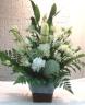 故人様を偲んで・・・真っ白な御供えの花篭