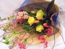 *季節のお花のお祝い花束*