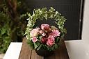 お花おまかせピンク系アーチアレンジメントSサイズ