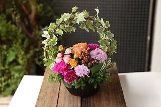 お花おまかせカラフルアーチアレンジメントSサイズ