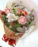 ラウンドブーケの季節の花束