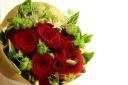 赤バラのナチュラルブーケ