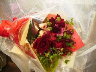 ルーシュ季節のレッド系おまかせ花束