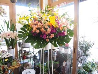 華やかふんわりスタンド花