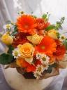 オレンジ系の華やかアレンジメント