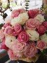 ピンク&ホワイトのキュートでかわいいアレンジメント