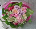 バラがいっぱいの花束