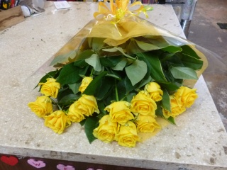 黄色のバラの花束