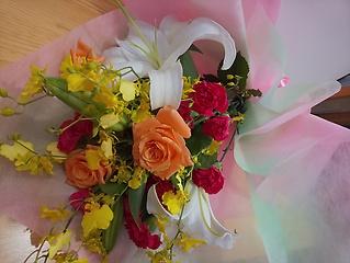 可愛い花束 バラとカーネーションと百合