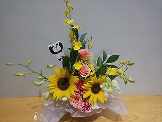ひまわりとバラの明るいアレンジメント!!