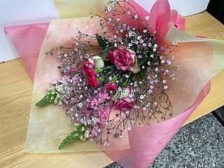 バラと金魚草の花束