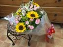 ひまわりとミニバラの花束
