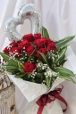 1ダースのバラとシルバーハートバルーンブーケ