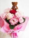 ○●東花園●○一輪の赤いバラを抱えたクマのブーケ