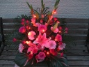 ロマンチックなピンクバラとユリのアレンジ