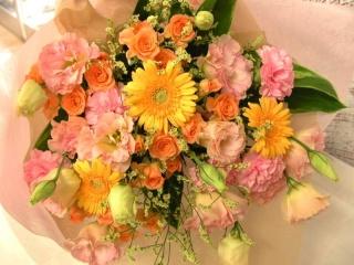 《ピンクも黄色もオレンジ色も好き!欲張りぶ~け♪》