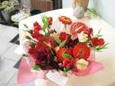 ちょっぴりオトナっぽく(*^_^*) 赤い花贈り♪