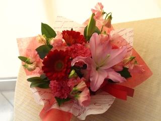 可愛いPINKのユリ♪赤い花かご