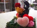 《キュートな黒ねこジジ♪ 大事なバラを花束にして》