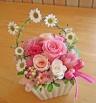 ホワイト花器にピンクのお花で優しく・可愛く・・・