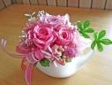 ホワイトカップに可愛らしくピンクのお花♪