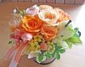 ブリキカップにオレンジ系のお花とグリーンアップル♪