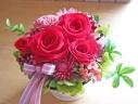 ブリキカップに赤いバラの華やかプリザアレンジ♪