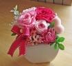可愛らしくピンク系のお花にハートを覗かせて・・・