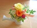 ブリキジョーロにイエローオレンシ系のバラで明るく♪