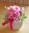 ピンク系のお花とピンクのハートの可愛いプリザ♪