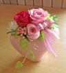 ピンクのハート型花器に可愛らしくピンクのお花♪