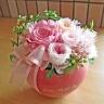 コロンとしたピンクのハート花器に優しいバラのプリザ