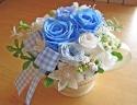 爽やかブルー系のバラをブリキポットに♪