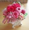 シルバー花器に鮮やかピンクのバラ♪
