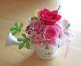 ブリキジョーロに落ちついたピンクのバラ♪