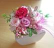可愛らしいウサギさんとピンク系のバラ♪